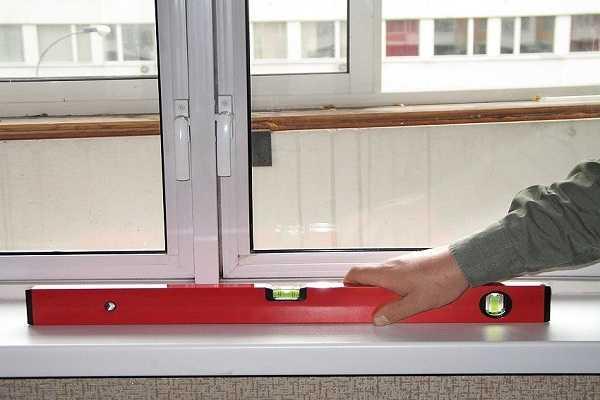 Установка подоконника на пластиковые окна